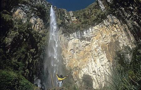 Cachoeira do Avencal - Queda chega a cem metros de altura