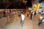 Calçadão reúne bares, lojas, restaurantes, barraquinhas e muito agito