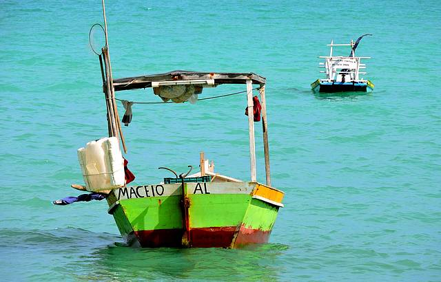 Barcos na praia de Paju�ara, bel�ssimo colorido !