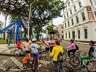 Passeios gratuitos de bike reúnem moradores e turistas