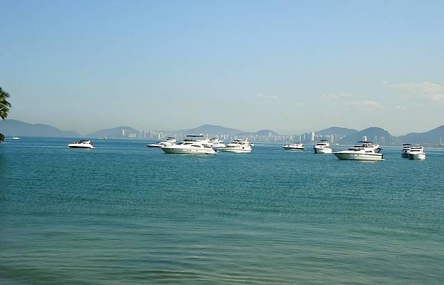 barcos na paria Enseada