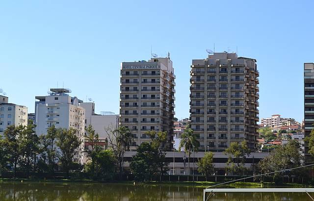 Vista do Hotel tirada de dentro do parque das águas