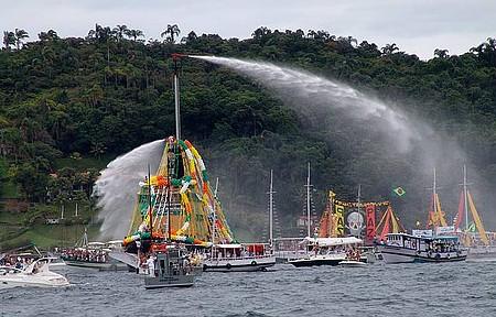 Procissão Marítima do Ano Novo - Festa acontece no primeiro dia do ano!