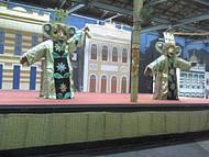 Algumas pe�as do artesanato e da cultura maranhense expostas aos turistas