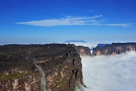 Monte Roraima (RR) de helicóptero - Neblina e superação no caminho até o topo