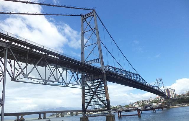 Ponte Hercílio Luz - Cartão postal da Ilha da Magia