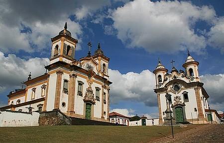 Mariana - Na Praça Minas Gerais, as principais igrejas