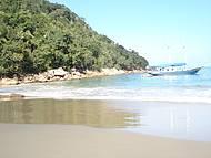 Escuna na praia das Sete Fontes.