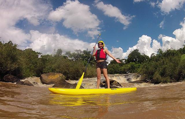 Stand up paddle na cachoeira!