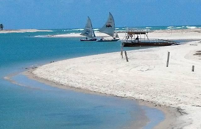 Praia paradisíaca com águas mornas. Lugar excelente para levar as crianças.