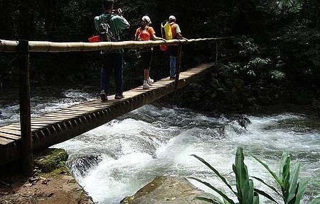 Rio Betari - Núcleo Santana - Trilha para a Caverna do Morro Preto - parada para se refrescar