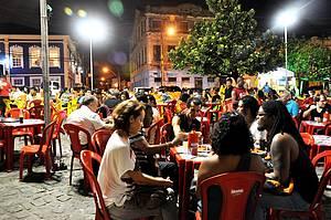 Noite no Rio Vermelho com acarajé