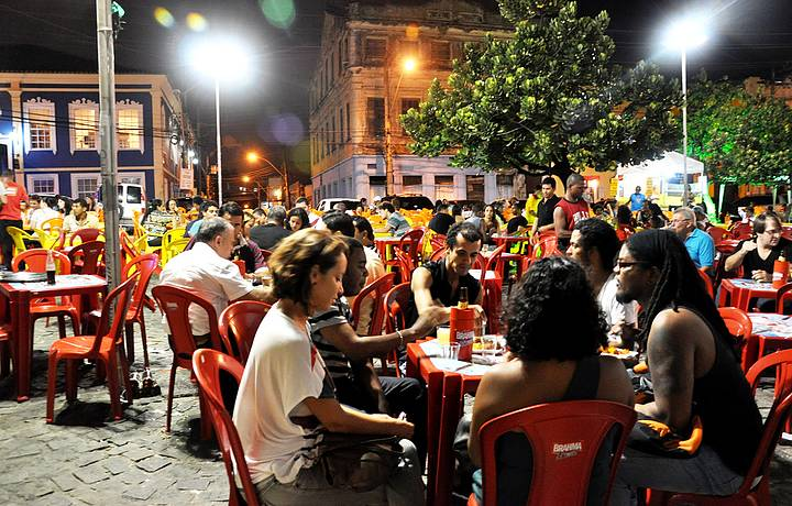 Largo de Santana re�ne todas as tribos