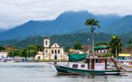 Igrejinha de Santa Rita se destaca na paisagem