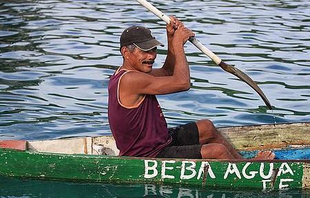 À Caminho da Lagoa Azul - Paz na Terra e no Mar. Vendedor local.