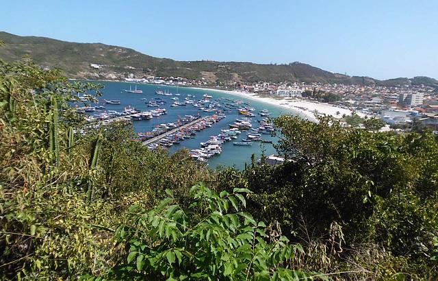 Praia dos Anjos, de onde saem os passeio de barco ...