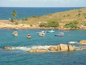 Calhetas: Barquinhos de pescadores completam a paisagem<br>