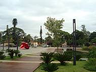 Vista lateral da praça