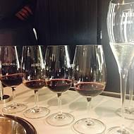 Nos cursos, vinhos de uvas e safras variadas