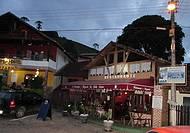Bares e restaurantes na vila de Maromba