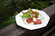 Salada de queijo de cabra com presunto parma