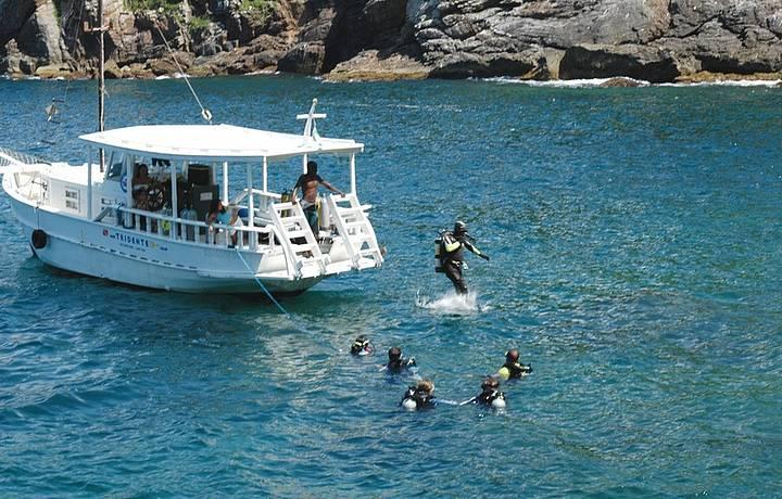 Ilha dos Papagaios é um dos melhores points para mergulho de cilindro