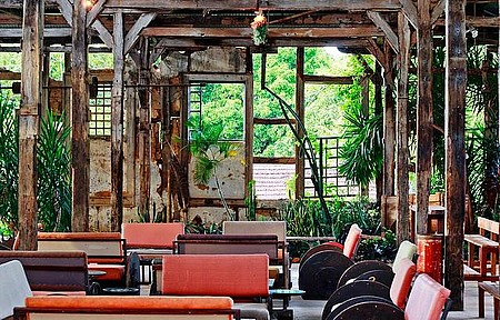 Antiga fábrica - No interior, rusticidade e cultura