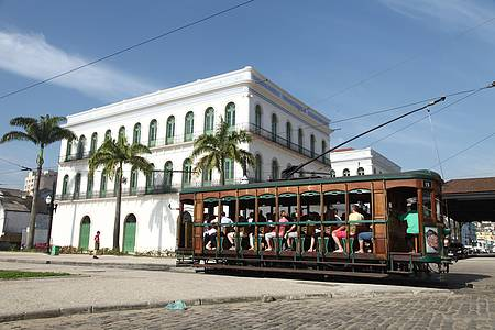 Museu Pelé - Passeio de bonde leva ao museu do Rei Pelé