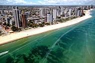 Paisagem se funde com as praias de Recife