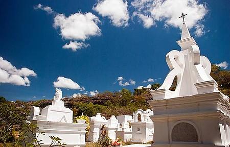 Cemitério é uma das atrações da antiga vila