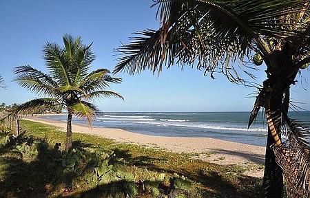 Praia de Guarajuba - Tranquilidade de sobra em meio aos coqueirais