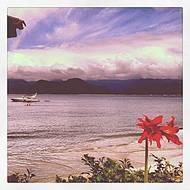 Iate ancorado na Praia da Almada.
