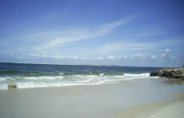 Caminhando na Praia do Saco