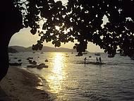 Três pescadores, praia e fim de tarde em Búzios