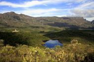 Verde e muitas montanhas emolduram a reserva