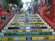Na escadaria Selarón, o colorido é encantador
