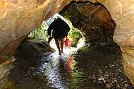 Gruta para cachoeira com várias piscinas naturais