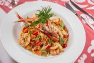 Bar do Zé traz massa com camarões e tomates - tudo fresco!