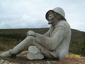 Apreciar a estátua do Juquinha
