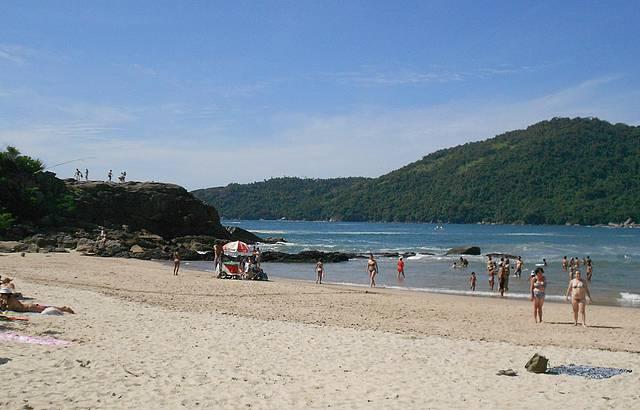 Uma das excelentes praias de lá.