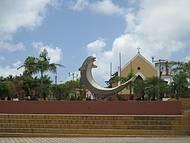 Praça central e Igreja de Tibau do Sul