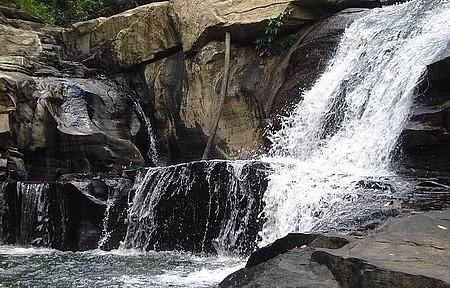 Tomar banho de cachoeira - Ceará também revela belas quedas d´água!