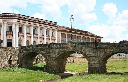 São João del Rei - Cartão-postal reúne Ponte da Cadeia e prédios coloniais