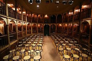 Teatro São João: Construção neoclássica ainda é palco para espetáculos -