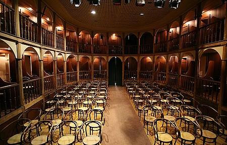 Teatro São João - Construção neoclássica ainda é palco para espetáculos