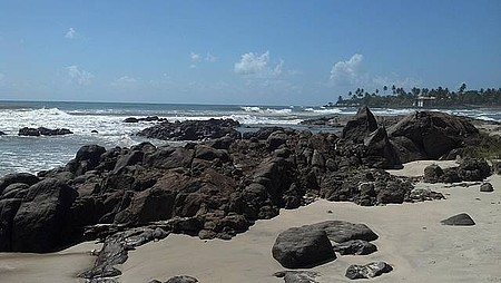 Momentos de Paz, ao som das ondas batendo nas pedras!