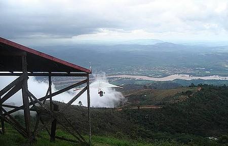 Pico da Ibituruna - Voo de Asa Delta em dia de neblina