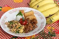 Pratos com costelinha, farofa de couve e banana sempre presentes!