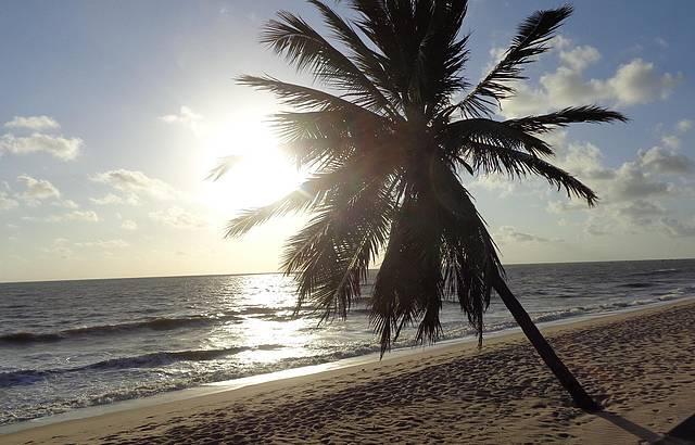 Caminhada na Praia Mana�ra