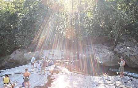 Passeio na Cachoeira do Paraíso, a magia da Juréia
